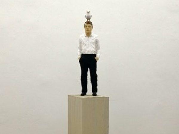 Stephan Balkenhol Skulptur Mann mit Möwe 2019